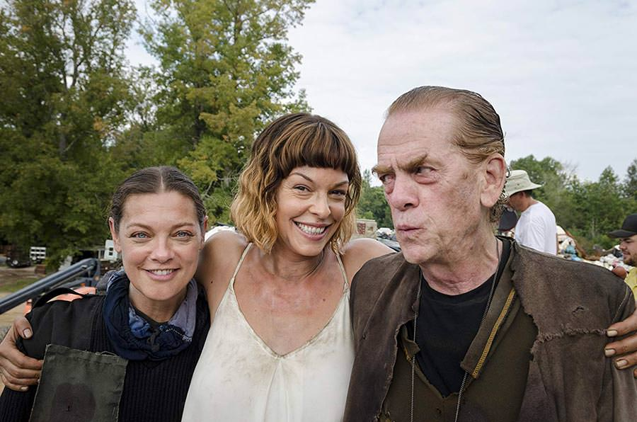 Pollyanna McIntosh & The Heapsters - Pictured from left to right: Sabrina Gennarino (Tamiel), Pollyanna McIntosh (Jadis/Anne), and Thomas Francis Murphy (Brion) - Photo Credit: Gene Page / AMC