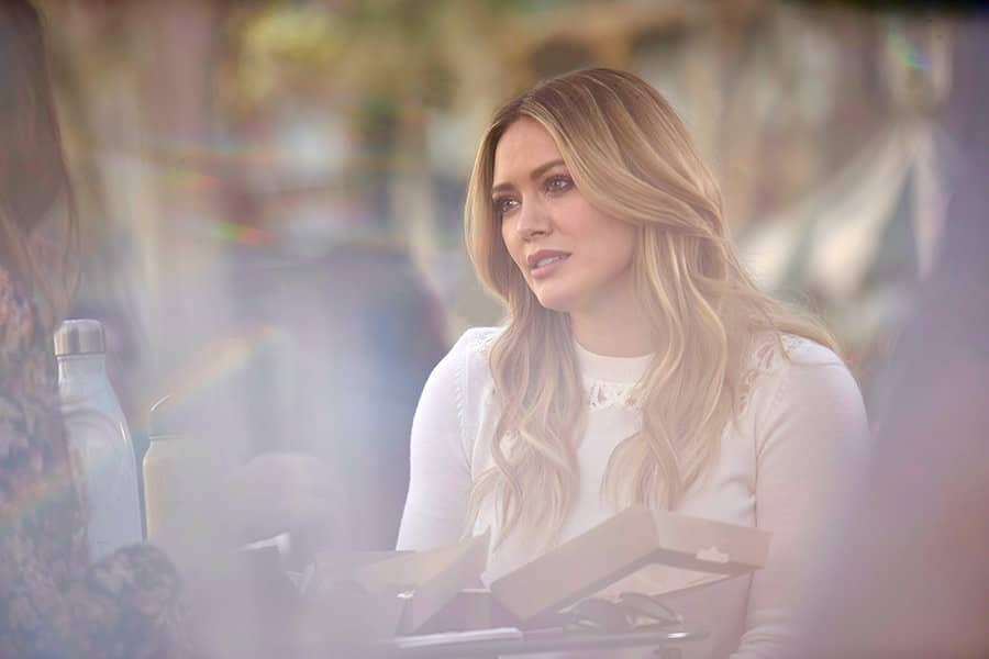 """Younger Season 6 Episode 7 """"Friends with Benefits"""" - Pictured: Hilary Duff as Kelsey Peters - Photo Credit: TV Land"""