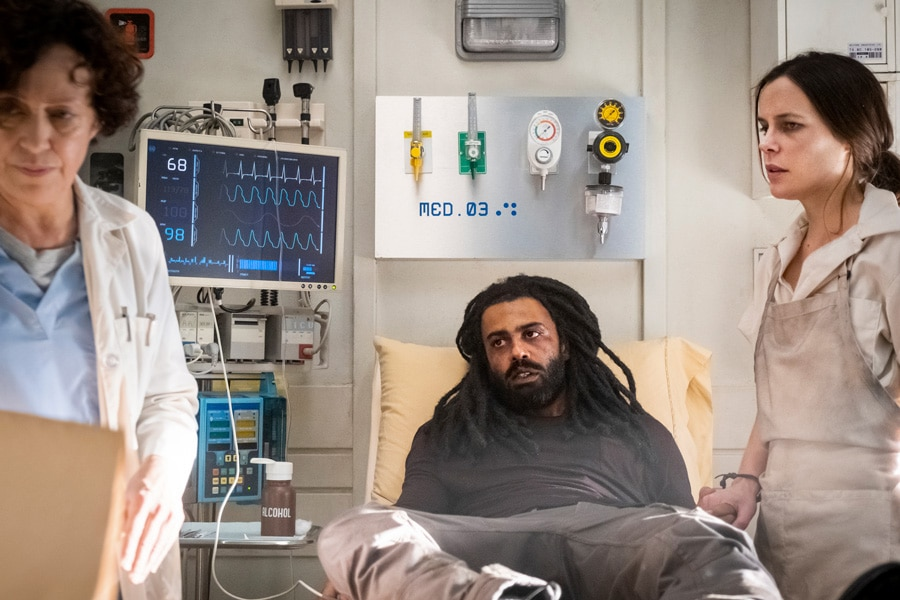 """Snowpiercer - Season 1 Episode 6 - """"Trouble Comes Sideways"""" - Pictured from left to right: Karin Konoval as Dr. Pelton, Daveed Diggs as Andre Layton, and Katie McGuinness as Josie Wellstead - Ep 106 - 11/2/18 - Photo Credit: Justina Mintz"""