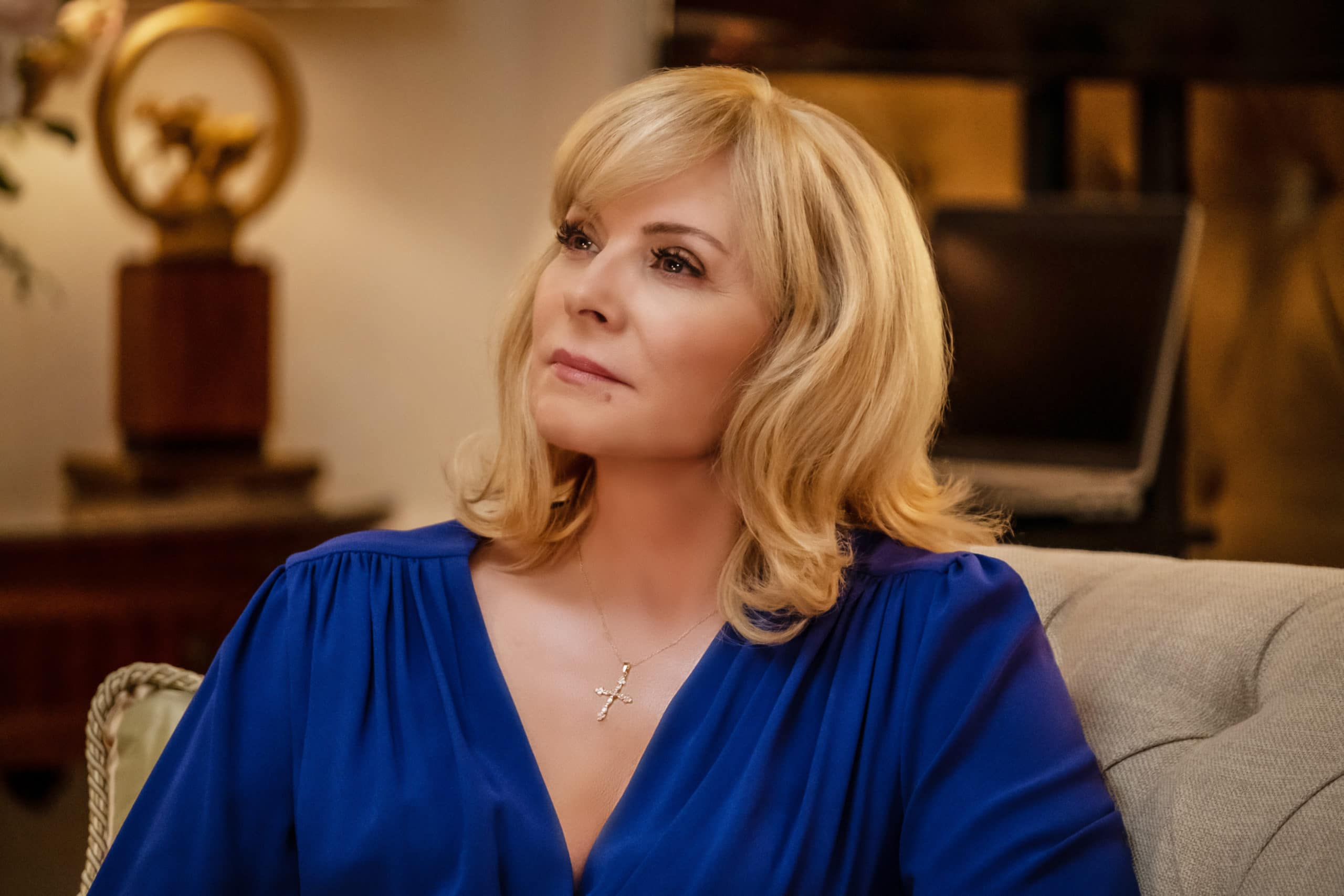 """FILTHY RICH: Kim Cattrall in the """"Pilot"""" series premiere episode of FILTHY RICH airing Monday, Sept. 21 (9:00-10:00 PM ET/PT)    on FOX. ©2020 Fox Media LLC. CR: Patti Perret/FOX."""